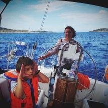 Jess et son voilier