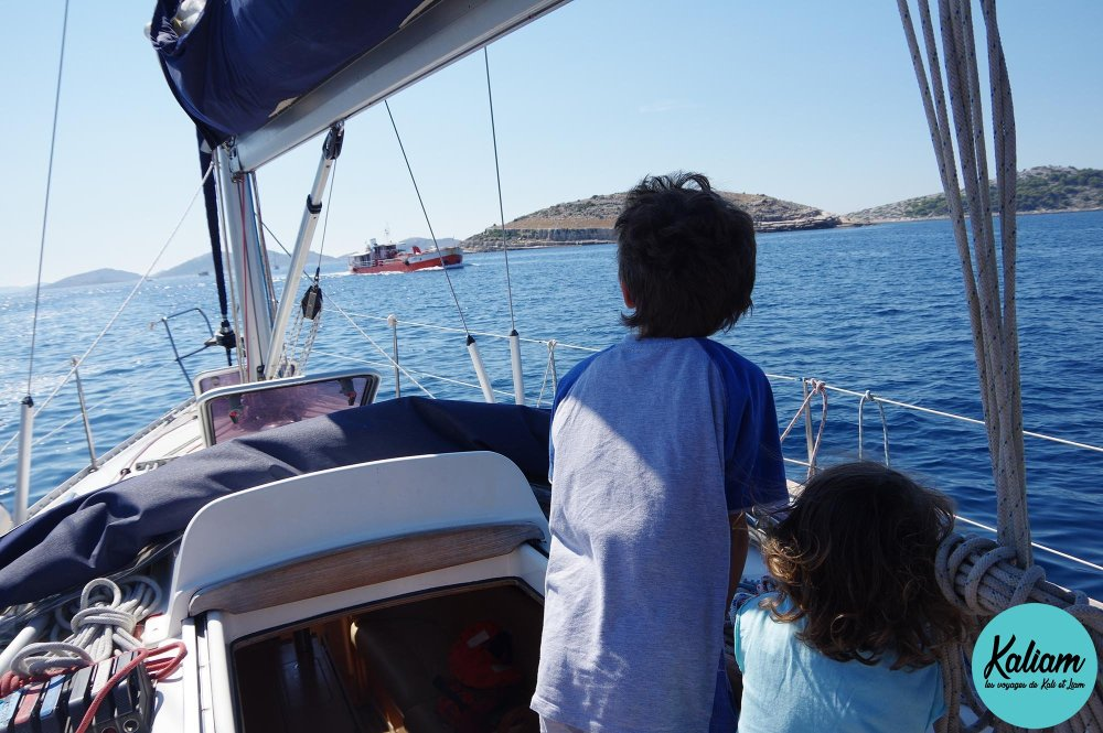 on croise un autre bateau