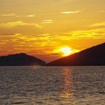 coucher de soleil sur voilier