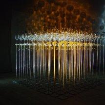 Les verres accrochés l'un à l'autre