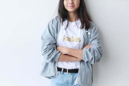 Cotton Tee with kallos in gold print