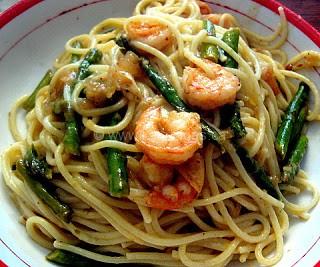 Spaghetti With Asparagus and Shrimp