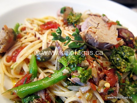 Linguine With Brocccoli, Tuna & Tomatoes