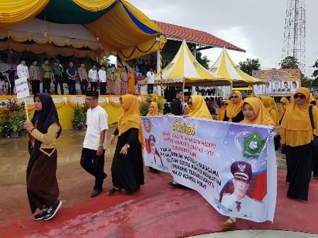 Ketgam : Peserta pawai taaruf pembukaan STQH Tingkat Konsel, Kamis,(28/2/2018)