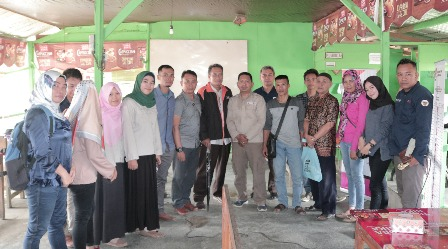 Ketgam : KPU Sultra bersama SultraDemo dalam melakukan Edukasi dan Sosialisasi kepada masyarakat Daerah Rawan pelanggaran pemilu