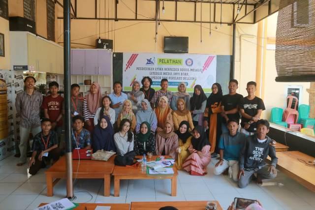 Ketgam : foto bersama usai Pendidikan Etika Bermedia Sosial melakukan kegiatan