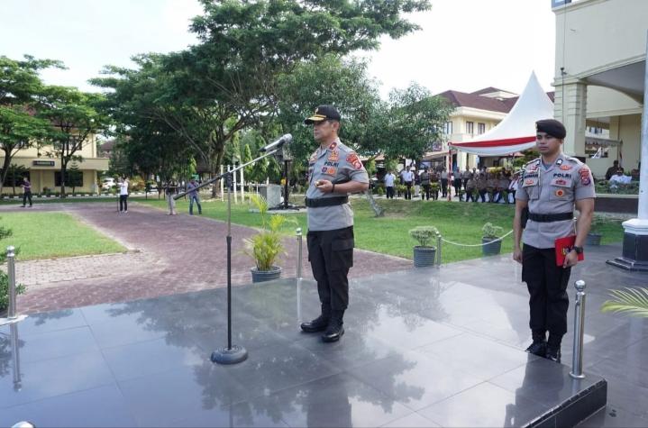 Ketgam : Kapolda Sultra Brigjen Pol Drs. Merdisyam, M.Si. inspektur upacara