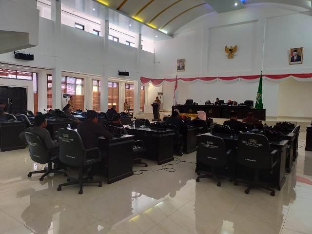 Sekretaris Daerah (Sekda) Kabupaten Konawe Dr. Ferdinand, SP., MH  menjabarkan  ke enam Raperda.
