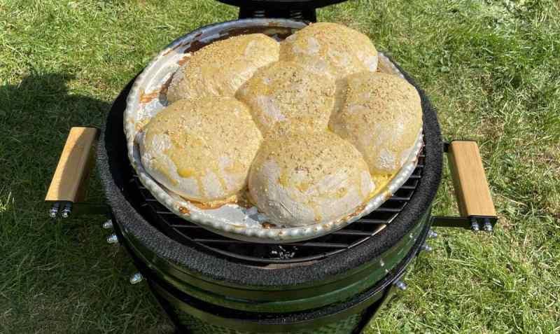Kruh, peciva, bureci, štrudle - sve se to može ispeći na Kamado roštilju