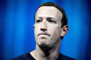 El fundador de Facebook, Mark Zuckerberg, pronuncia su discurso durante la Convención VivaTech 2018 en París, Francia, hoy, 24 de mayo de 2018. EFE/ Etienne Laurent