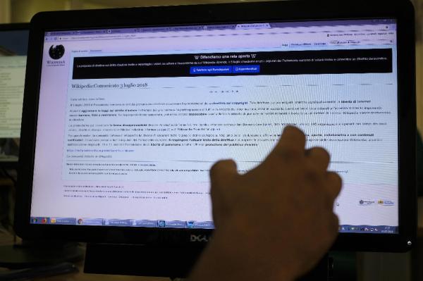 La versión italiana de Wikipedia ha cerrado temporalmente hasta el 5 de julio para protestar contra la nueva directiva sobre derechos de autor de la UE. EFE/Luciano Del Castillo.