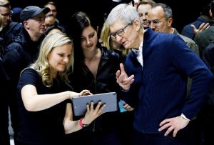El CEO de Apple, Tim Cook presenta el nuevo iPad y MacBook/EFE