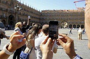 Imagen de archivo de una aplicación para teléfonos móviles Guía de la Realidad Aumentada. EFE/J.M. García.