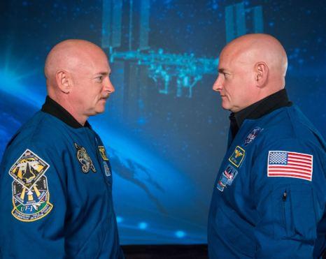 <p>Los astronautas retirados de la Nasa y hermanos gemelos Mike (i) y Scott (d) Kelly. NASA/Robert Markowitz..