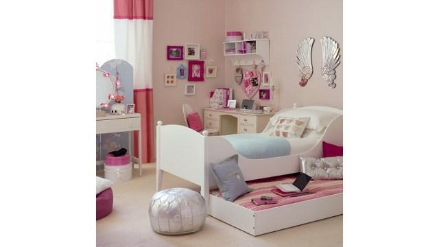 Ranjang kamar tidur anak perempuan