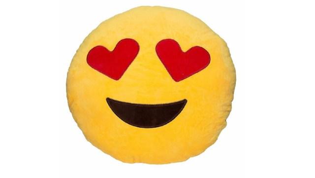 Bantal emoji love