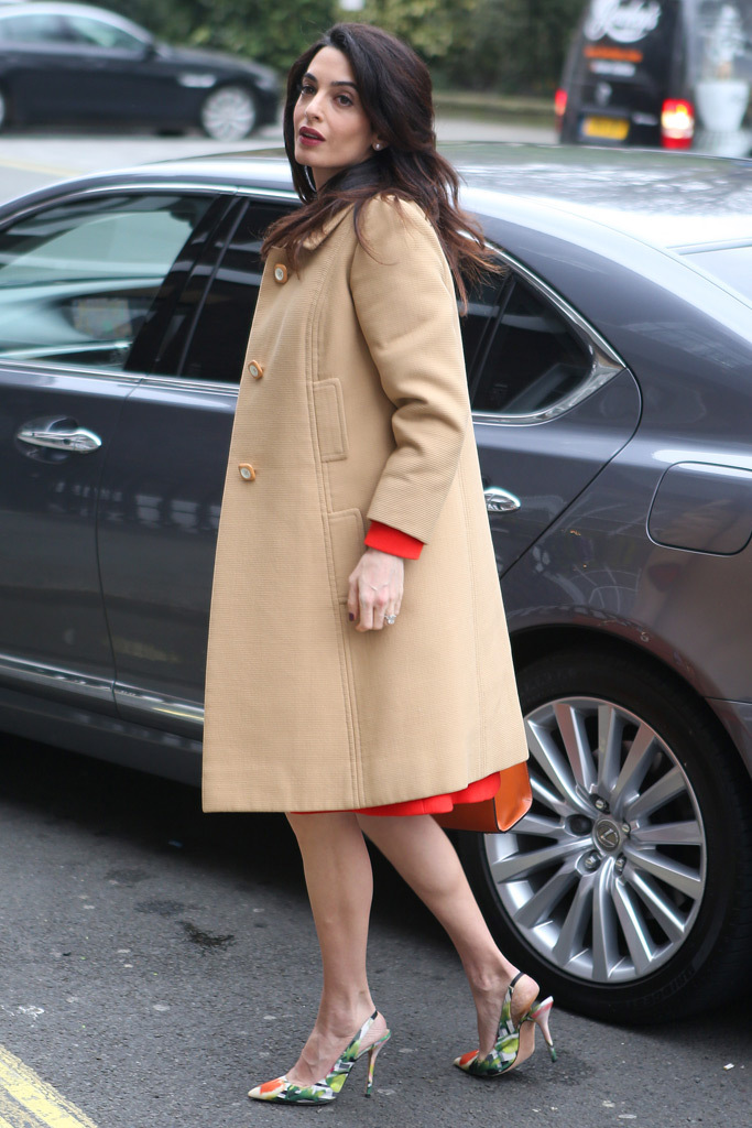 Amal Clooney does work style perfectly 17