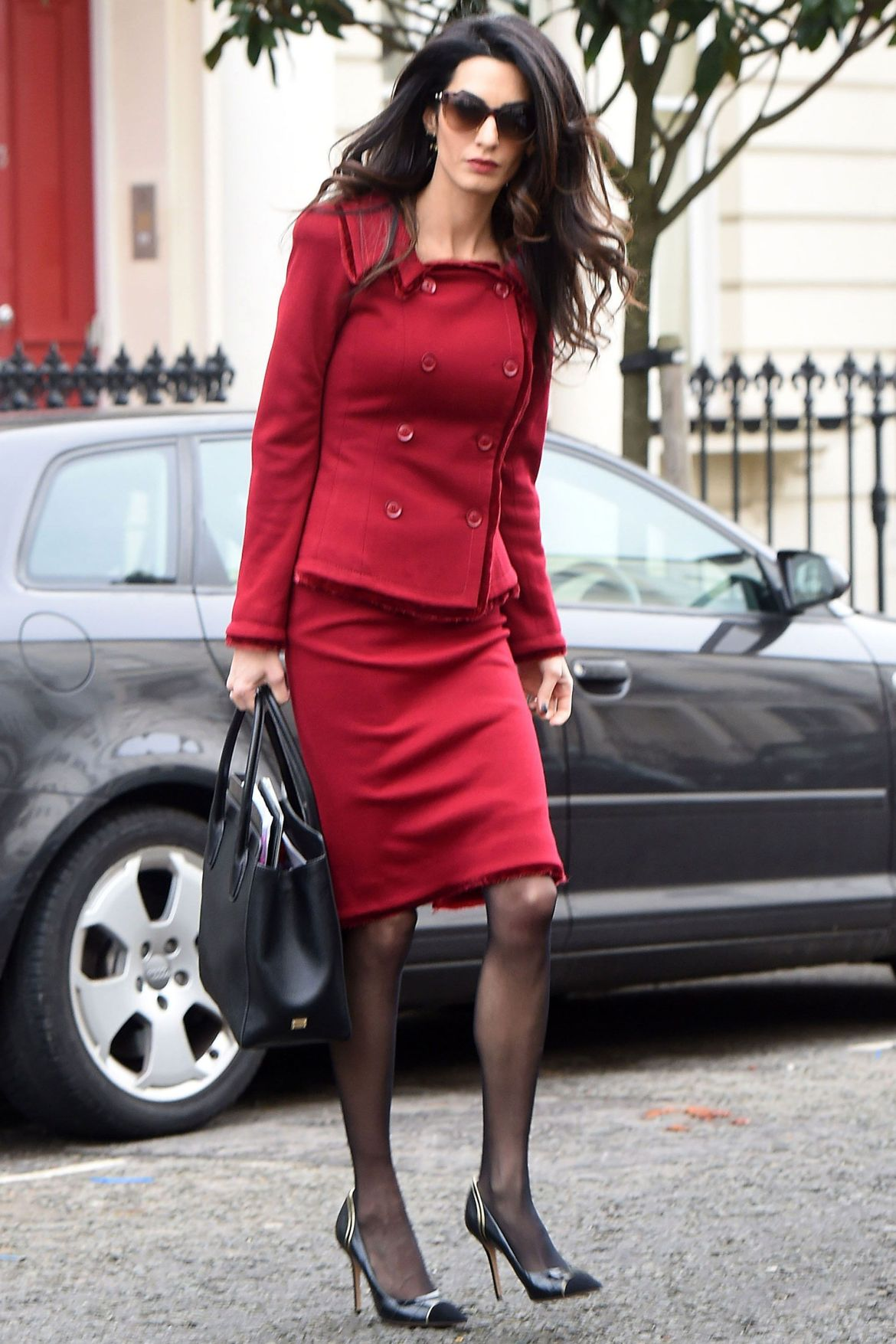 Amal Clooney does work style perfectly 8