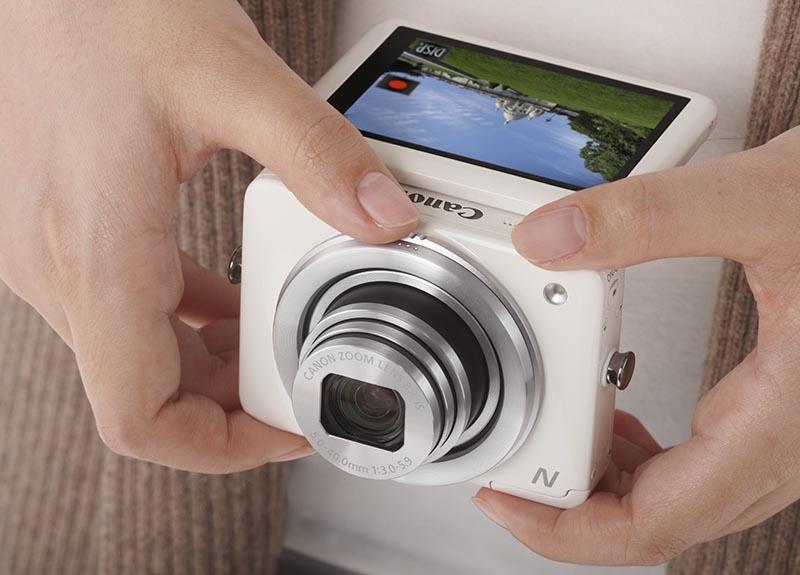 Med Canon PowerShot N bruker du en ring rundt objektivet til å ta bilder. (Foto: Canon)