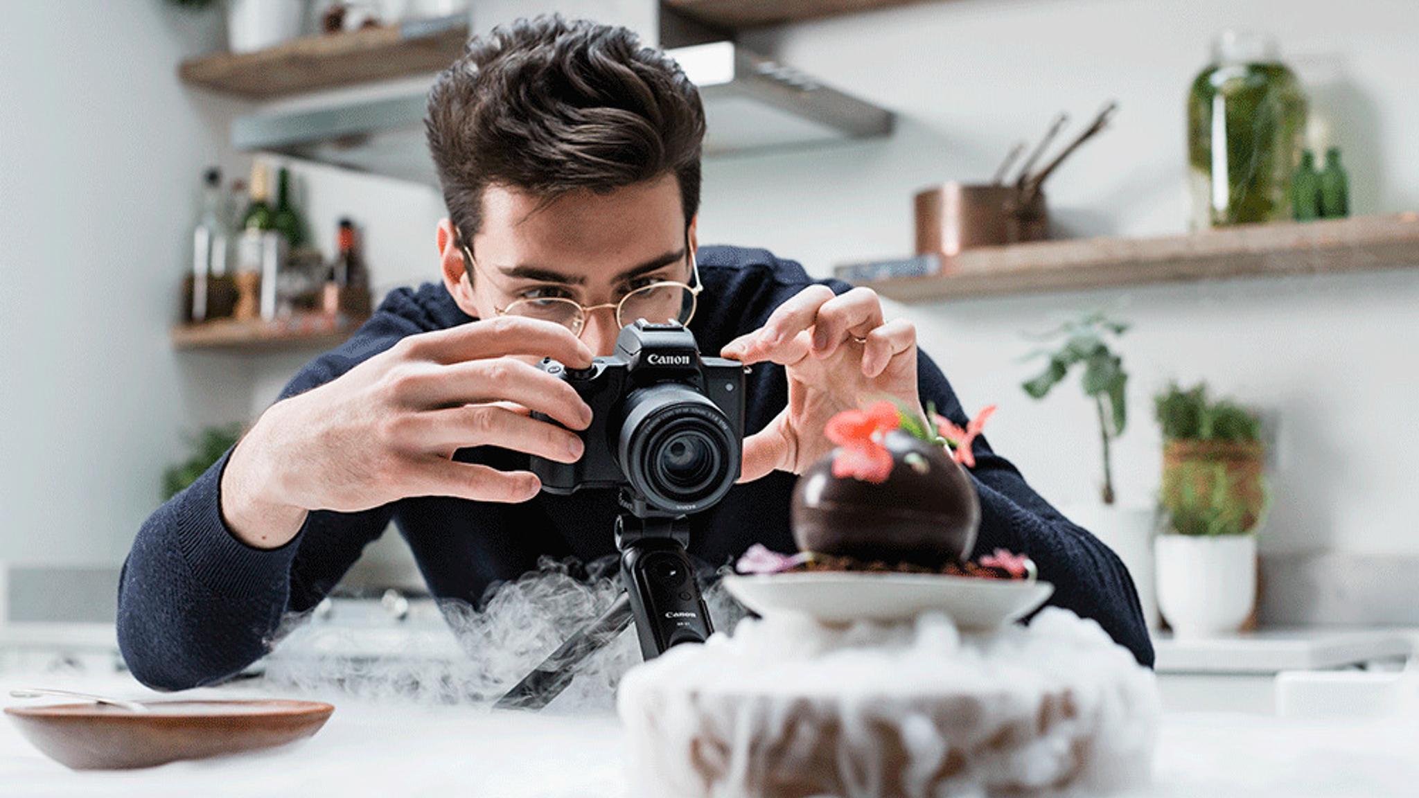 Canon EOS M50 Mark II-Black-Lifestyle-Matt-Adlard-GIF