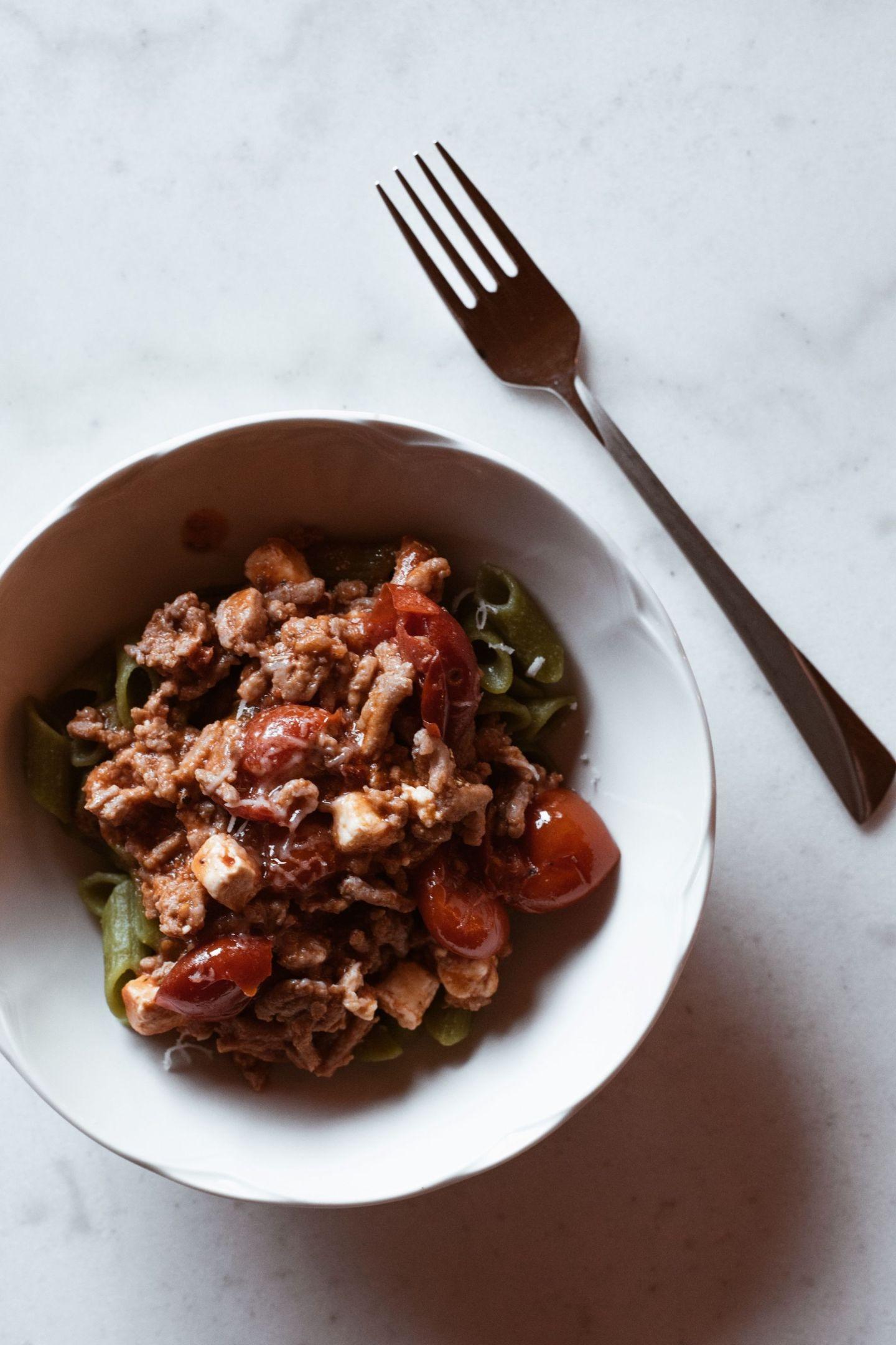 Grønn ertepasta med hjemmelaget tomatsaus