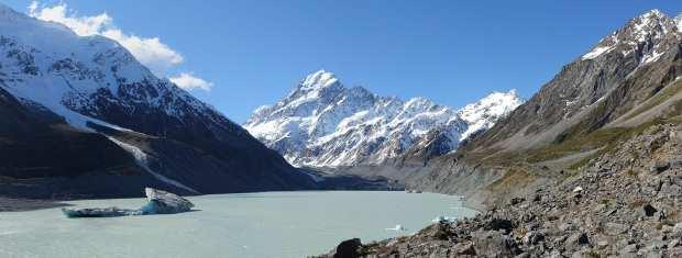 Aoraki_(Mount_Cook)_from_Hooker_Glacier_Lake
