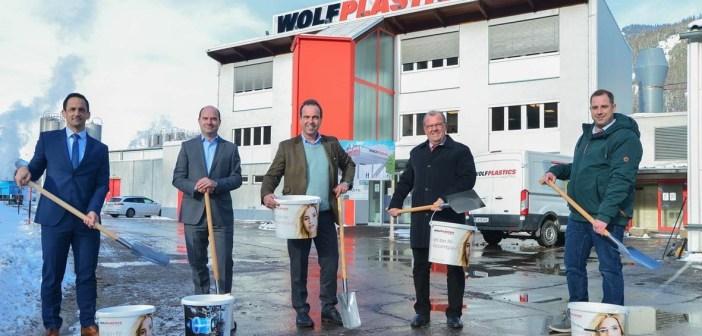 Spatenstich bei Firma Wolf Plastics GmbH