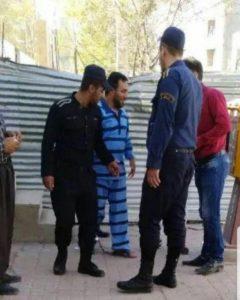 امید اسدی در حیاط دادسرای انقلاب کامیاران