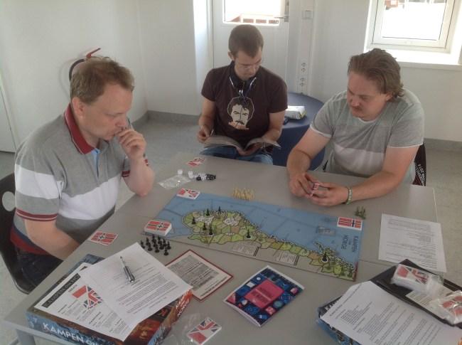 Bord 1. Tim (Tyskland), Jarle (de allierte) og Are (Norge).