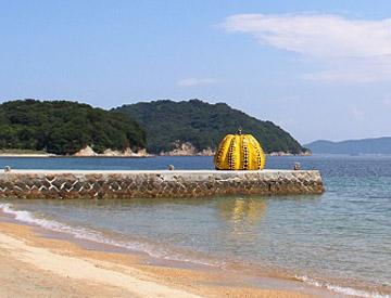 Yayoi Kusama squash, Naoshima