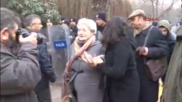 Ankara Üniversitesi'nde akademisyenlere polis müdahalesi