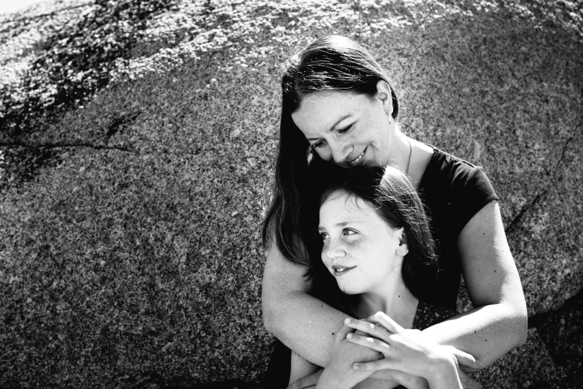 009-peggys-cove-mother-daughter-portraits-kandisebrown