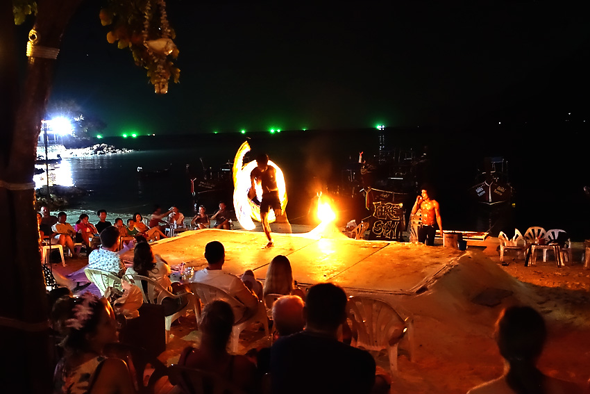 carlitos-fire-show