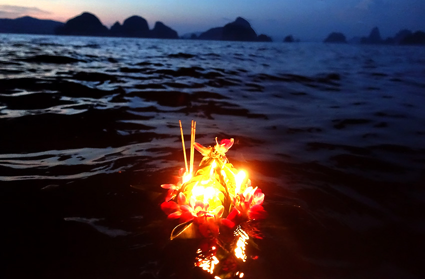 john-gray-sea-canoe-loi-krathong