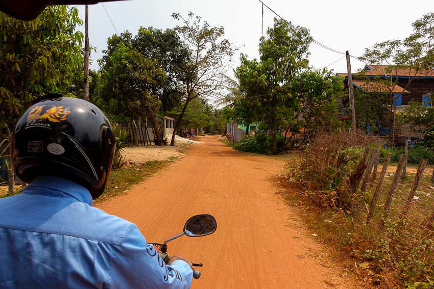 siem-reap-dusty-road