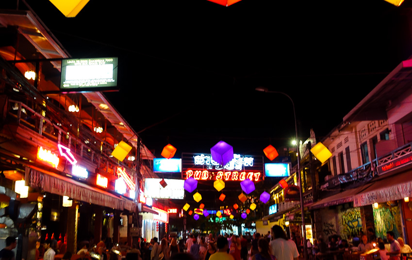 siem-reap-pub-street-at-night