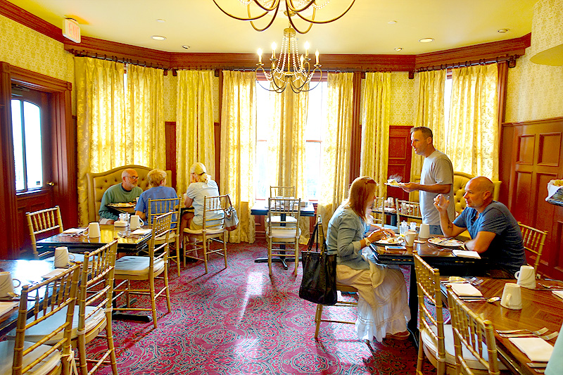 Beaufort-Inn-Southern-Graces-Breakfast
