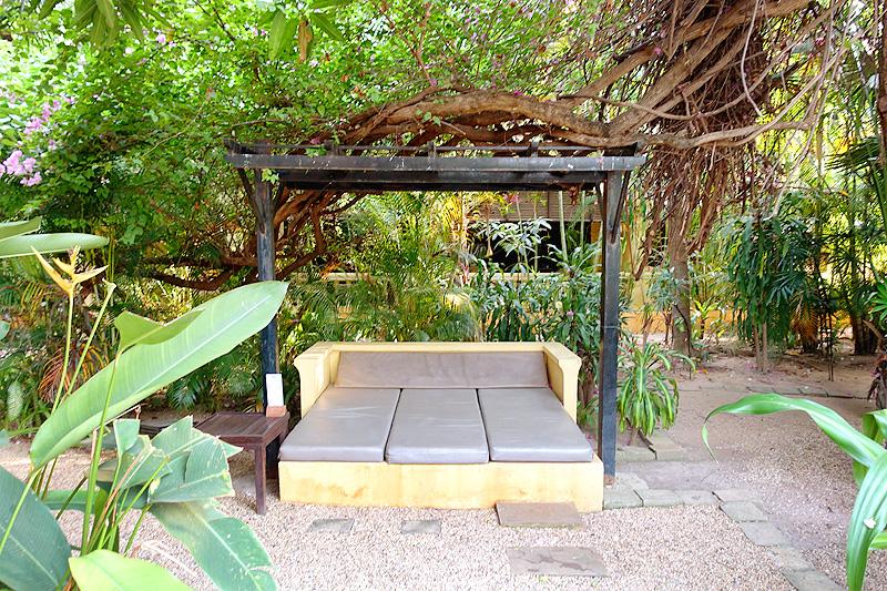 Pavillon-d'Orient-Garden-02