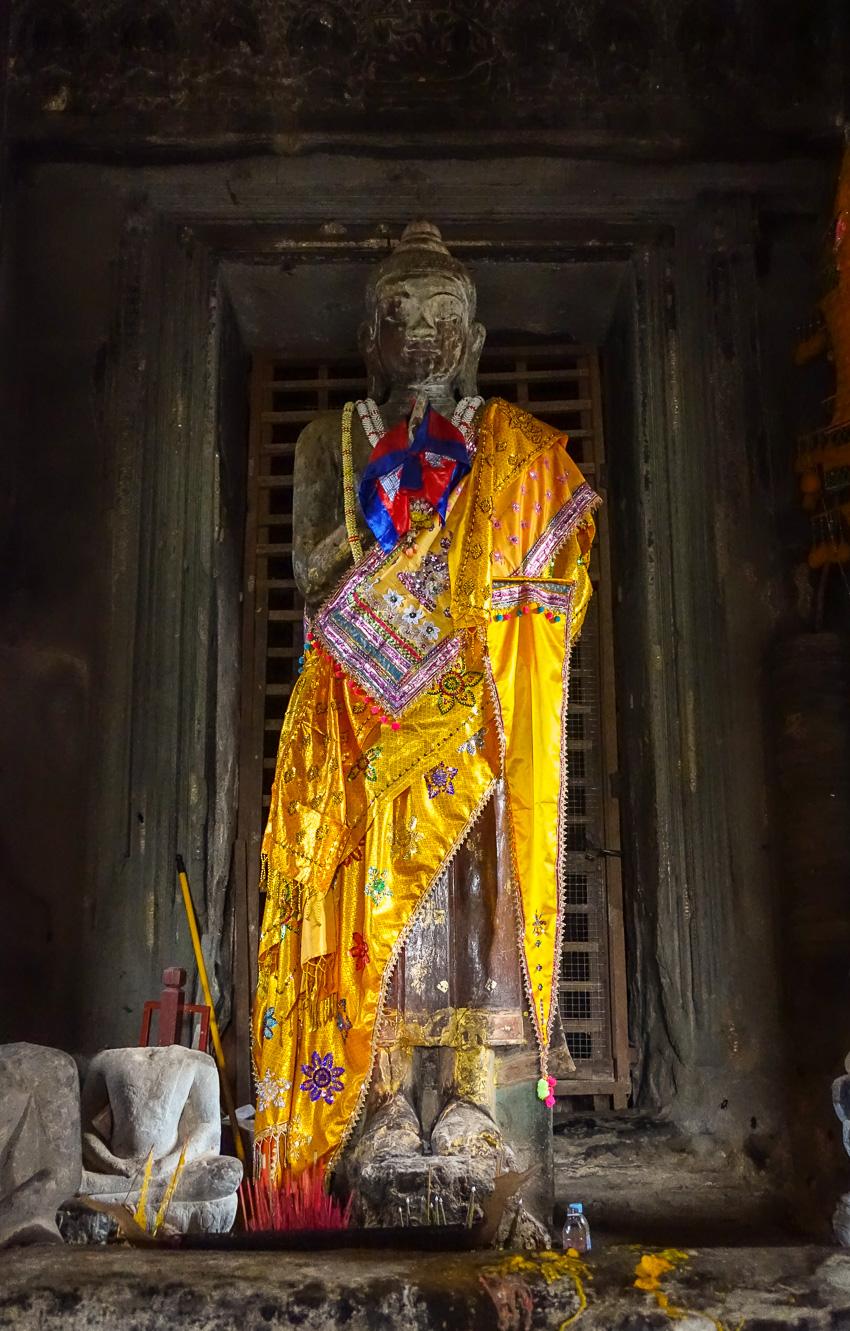 angkor-wat-buddha-statue-high-temple