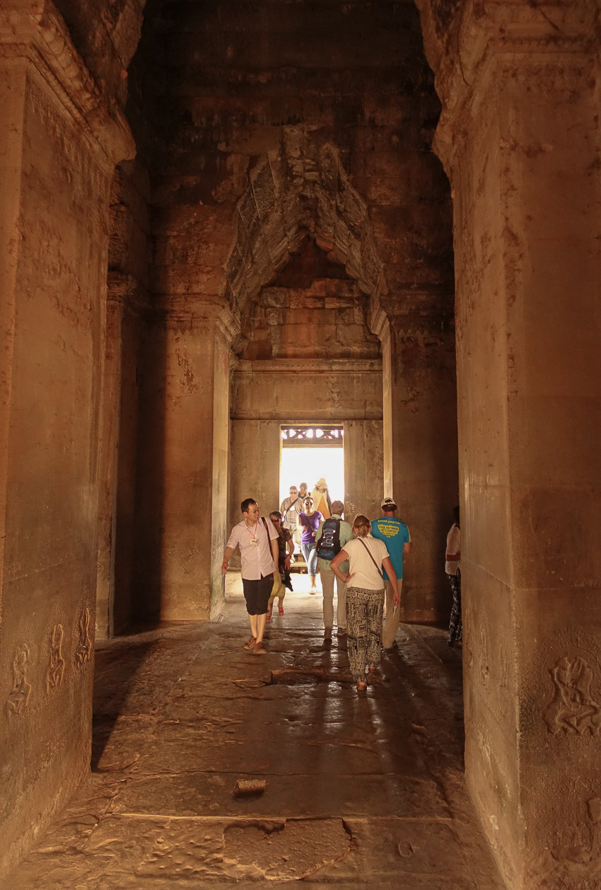 angkor-wat-inside-gate