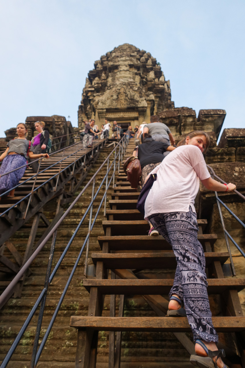 angkor-wat-stairs-to-3rd-level