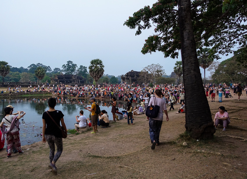 angkor-wat-sunrise-crowd