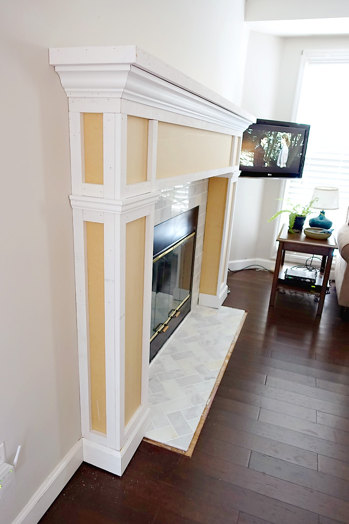 Fireplace-Makeover-DIY-Mantel-11