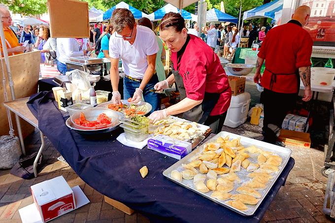 Knoxville-2016-International-Biscuit-Festival-Blue-Coast-01