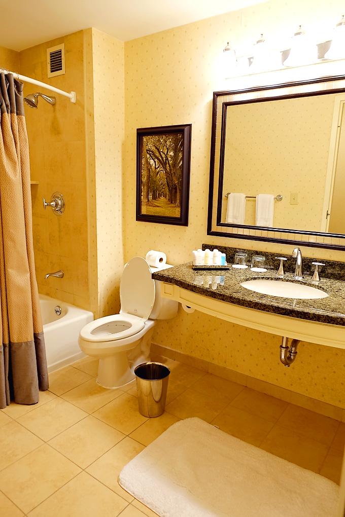 Atanta-Georgia-Omni-Hotel-Room-02