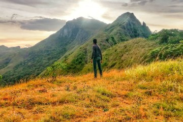 Knuckles Bedrock Mountain Trek-Day Tour