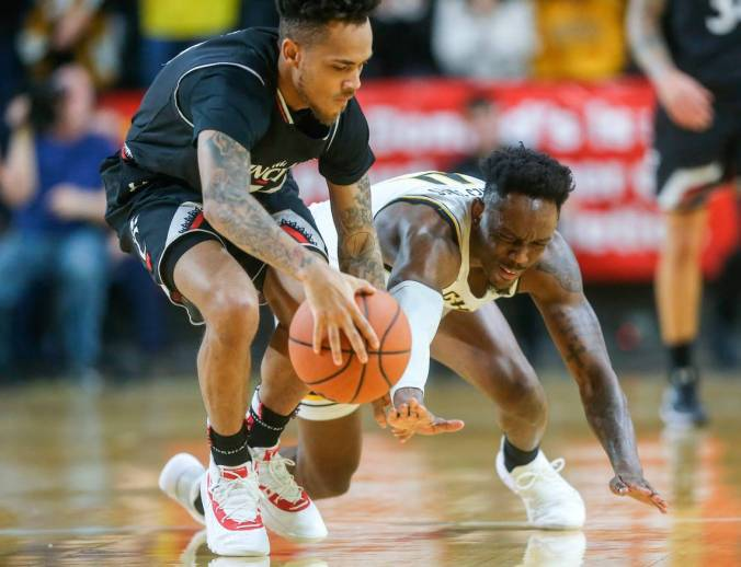 Image result for Wichita State Shockers vs Cincinnati Bearcats college basketball