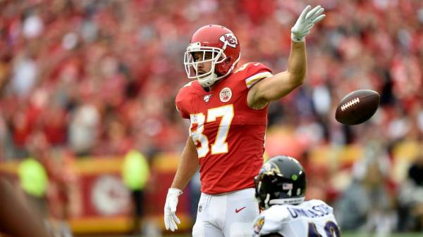 Chiefs report card: Mahomes stars again, but nice game on the ground, too