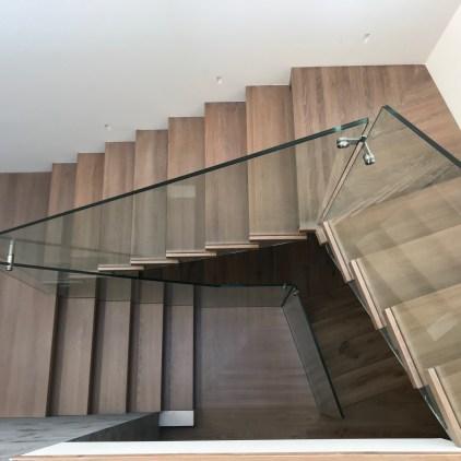 Glasgeländer Holztreppe