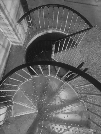 Spindeltreppe verzinkt mit gelochten Stufen